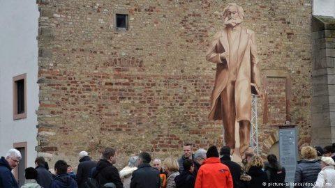Juncker inaugurează statuia lui Karl Marx împreună cu chinezii. Urmează cea a lui Lenin?