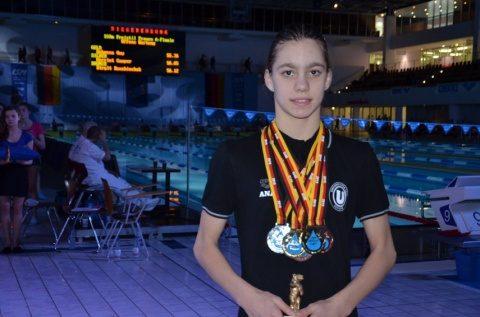 """Înotătoarea Ana Dascăl a câștigat 12 medalii pentru """"U"""" Cluj"""