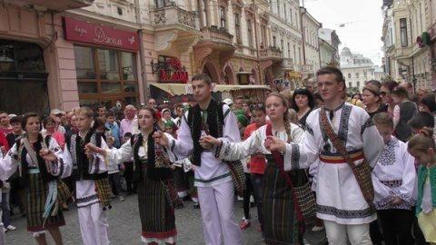 Românii din Ucraina protestează pentru a rămâne alături de Patriarhia Moscovei