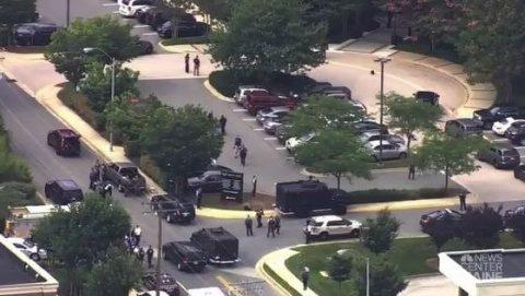 Cinci morţi, după ce un bărbat a deschis focul în redacţia cotidianului Capital-Gazette din Annapolis