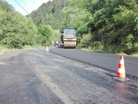 Se asfaltează drumul dintre Băișoara și Muntele Băișorii