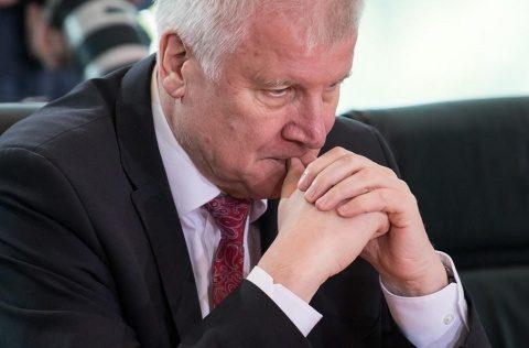 Ministrul german de interne, Horst Seehofer, vrea să demisioneze. Nu e de acord cu Merkel