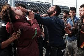 Creştini iranieni atacaţi cu cuţite într-o tabără de refugiaţi din Grecia