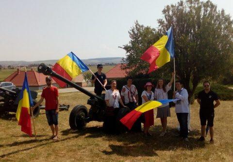 Simpatizanţi ai Noii Drepte prezenţi la Festivalul Cântecului Popular şi Patriotic de la Oarba de Mureş