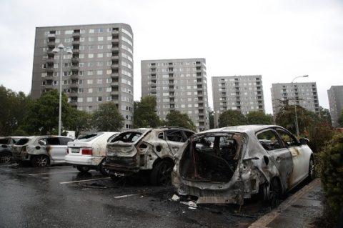 Haos în Suedia socialistă. 100 de maşini au fost incendiate. Acțiune coordonată de anarhiști🤞
