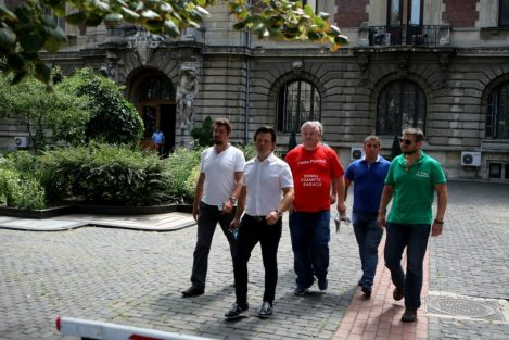 """Ministrul Agriculturii i-a primit pe liderii protestatarilor contra """"experimentului cu pesta porcină"""""""