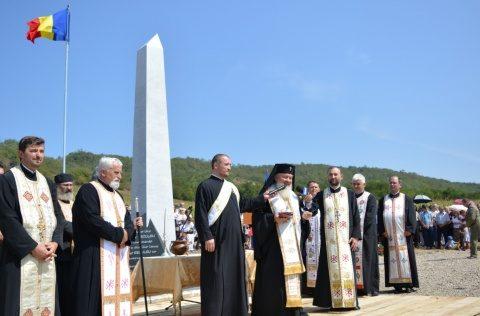 Sfințirea monumentului voievodului Gelu Românul la Așchileul Mic de către IPS Andrei