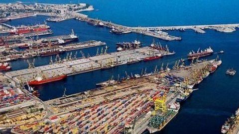 """O """"brigadă"""" de """"turiști"""" olandezi monitorizează de pe ambarcațiunile personale activitatea din portul Constanța. Structurile nu reacționează"""