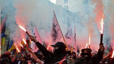 """Extrema dreaptă ucraineană a ieşit în stradă la Kiev scandând: """"Moarte moscoviţilor!"""""""