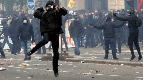 Violențe în Italia. Restricțiile Covid 19 au adus foametea. Italienii nu mai au bani