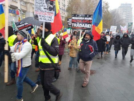 9 din 10 români consideră că poporul român ar fi trebuit consultat prin referendum despre acceptarea unor populaţii străine în România