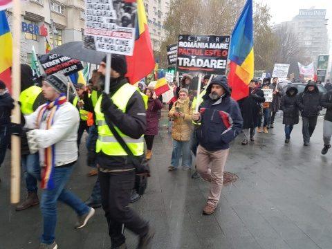 """Protest împotriva """"colonizării României cu populații străine!"""" Nu pactului ONU privind imigrația"""