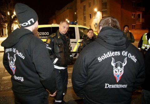 """""""Soldaţii lui Odin"""", patrule cetăţeneşti din Finlanda fac ordine împotriva agresiunii unor imigranţi"""
