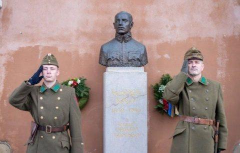 Ceremonie cu uniforme militare maghiare în Covasna