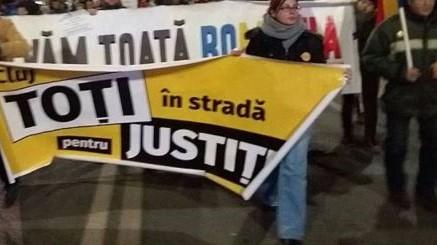 60 de persoane au protestat la Cluj-Napoca, împotriva politicienilor cu dosare penale