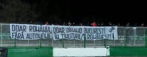 Suporterii echipei Dinamo București au afișat un mesaj la Sfântu Gheorghe: Doar România, doar Dinamo București. Fără autonomie în Ținuturile Românești