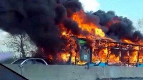 Un imigrant somalez a incendiat un autobuz cu 51 de elevi în Italia