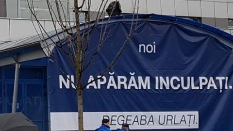 """Protest al angajaţilor Aeroportului Internaţional """"Avram Iancu"""" din Cluj-Napoca"""