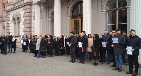 Magistrații clujeni protestează împotriva OUG 7