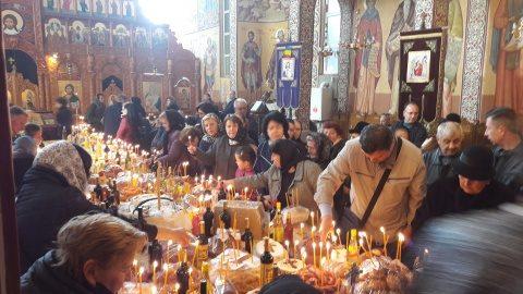 Zeci de mii de clujeni au ridicat parastase pentru morți în Sâmbăta lui Lazăr
