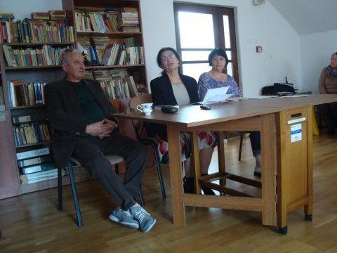 """La cenaclul literar """"Radu Stanca"""". Medalionul literar """"PAŞTELE-POARTĂ DESCHISĂ SPRE REÎNVIEREA NATURII"""""""
