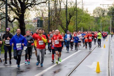Emil Boc a alergat 5 km la crosul din cadrul Maratonului Internațional Wizz Air Cluj-Napoca