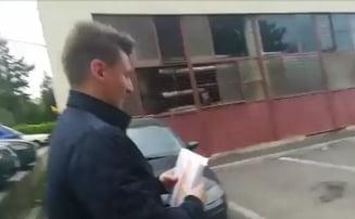 Tineri de la TNL Cluj-Napoca surprinși cu pliante USR+PLUS