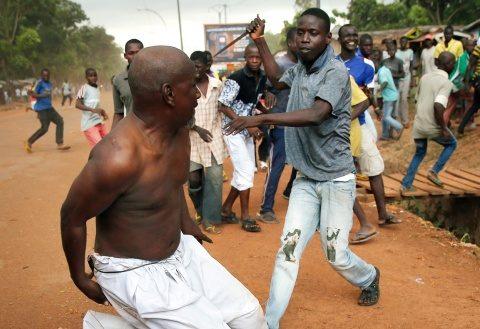 Imam convertit la creştinism înfruntă furia musulmanilor în Uganda
