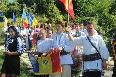 Forumul Civic al Românilor din Covasna, Harghita şi Mureş (FCRCHM) celebrează Ziua Eroilor la cimitirul ostașilor români de la Valea Uzului