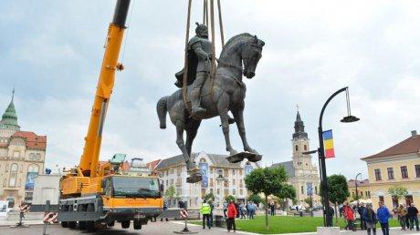 """Primarul Craiovei vrea în Cetatea Băniei statuia domnitorului Mihai Viteazul alungată din centrul Oradei. Unificatorul """"alungat"""" se reîntoarce acasă?"""