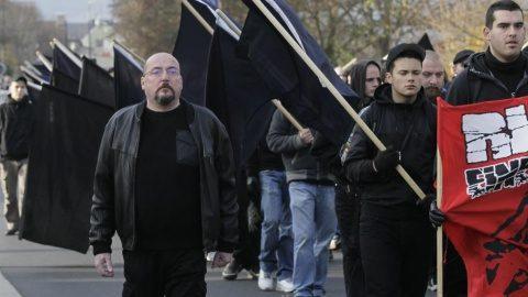 """Extremiştii de dreapta a creat """"o listă a morţii"""" cu persoane de stânga şi pro-refugiaţi prin accesarea bazelor de date ale poliţiei"""