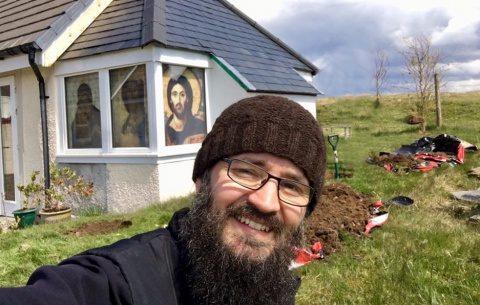Prima mănăstire ortodoxă din Scoţia din ultimul mileniu este ctitorită de un monah român