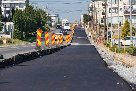 Primul strat de asfalt pe noua bandă a străzii Bună Ziua