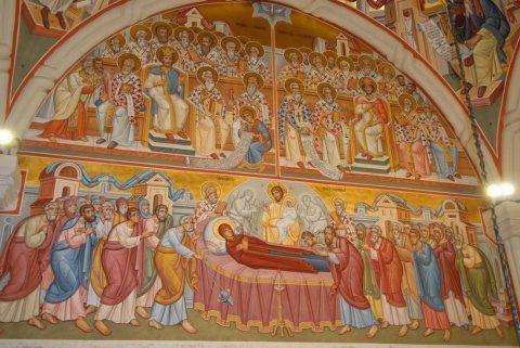 Maica Domnului, Ocrotitoarea şi bucuria creştinilor