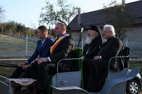 Mitropolitul Clujului a sfințit iconostasul și pictura bisericii din localitatea Răscruci