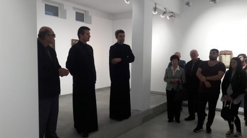 35 de ani de RUGĂCIUNI ÎNZIDITE. Expoziție inedită la galeria de artă a Bisericii Sf. Ilie din Cluj-Napoca