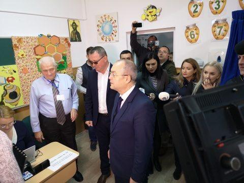 Primarul Emil Boc și ministrul Agriculturii, Adrian Oros, au votat în aceeași secție de votare