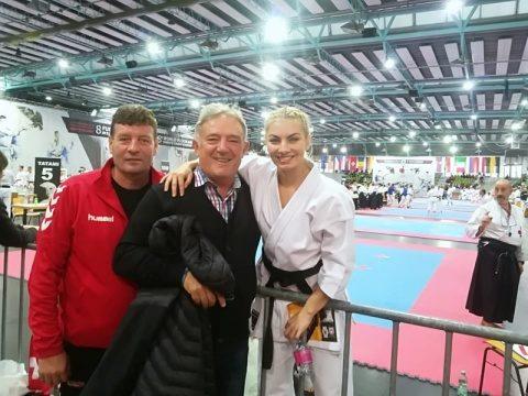 Clubul TerraKid Zalău face, din nou, istorie! 16 medalii aur la Campionatul Mondial de Karate Fudokan – Stuttgart 2019