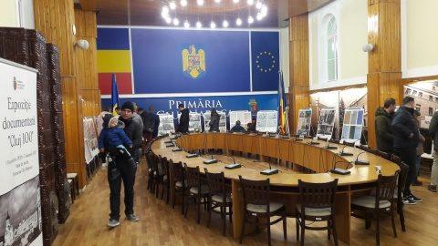 """Sute de clujeni au vizitat expoziția """"Cluj 100"""""""