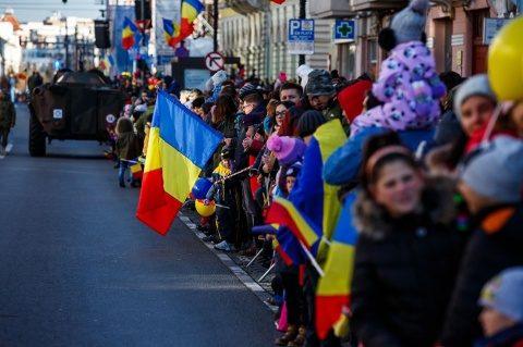 Zeci de mii de clujeni la parada militară de Ziua Națională