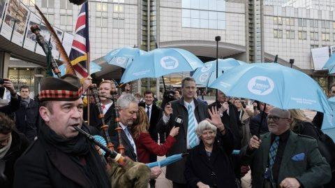 """Europarlamentarii britanici au plecat din Parlamentul European în sunet de cimpoi: """"Goodbye! Nu vom reveni"""""""