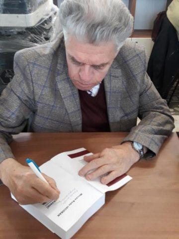 """Interviu cu Mircea Radu Iacoban. """"Se spune că tinerii au proiecte, iar bătrânii, amintiri"""" . Jurnalist, scriitor, scenarist"""