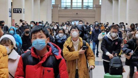 Studiu chinez: Majoritatea oamenilor care contractează noul coronavirus au simptome blânde