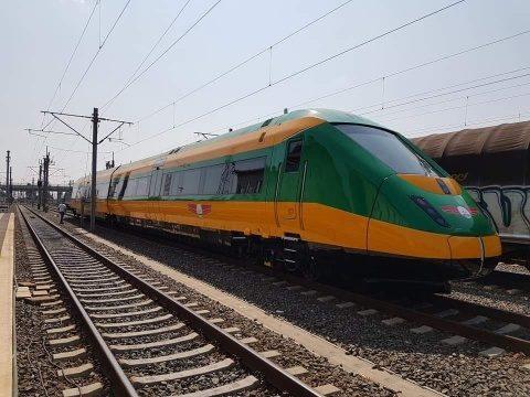 99 de kilometri de cale ferată se modernizează, între Coșlariu și Cluj-Napoca