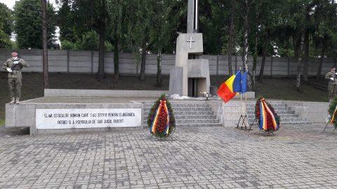 Jerbele de flori au înflorit la Monumentele Eroilor din Cluj-Napoca (Foto)