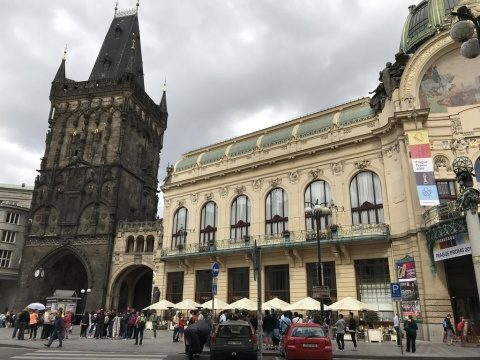 Cehia redeschide cafenelele, hotelurile, barurile, restaurantele şi piscinele