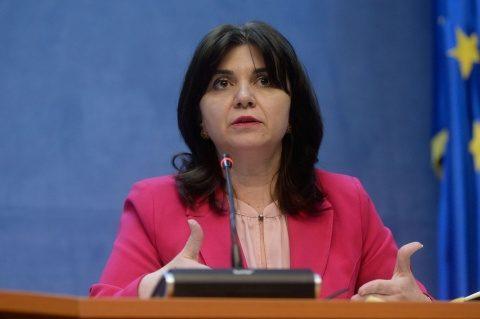 Ministrul Educației, Monica Anisie: Dacă un copil va solicita să își scoată masca, poate să meargă afară