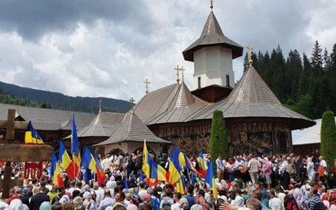 Peste 5000 de români la slujba de pomenire a părintelui Iustin Pârvu