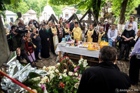 Poetul naţional Mihai Eminescu comemorat la mormântul său de la cimitirul Bellu