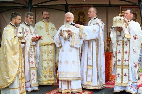 """Liturghie arhierească, în Parohia Turda Veche.IPS Andrei: """"Să-L iubim pe Dumnezeu, pe sfinți și pe semenii noștri"""""""